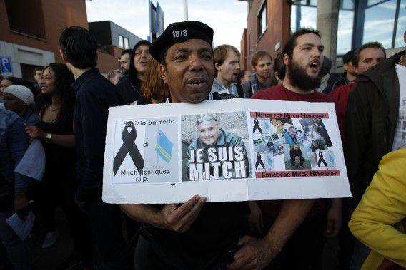 Demonstratie in Den Haag tegen de gewelddadige dood van de Arubaan Mitch Henriquez.