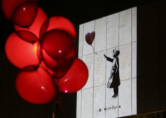 De projectie van het Syrische vluchtelingenmeisje in Moskou.