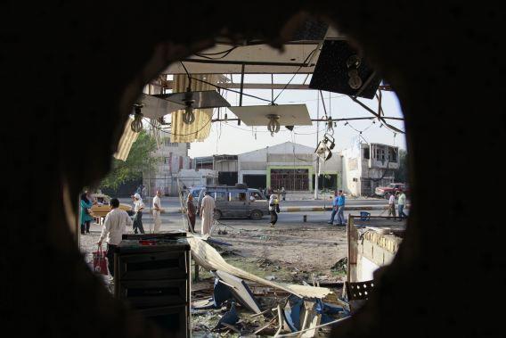 Deze foto werd vorige week gemaakt nadat een autobom af ging in het noorden van Bagdad.