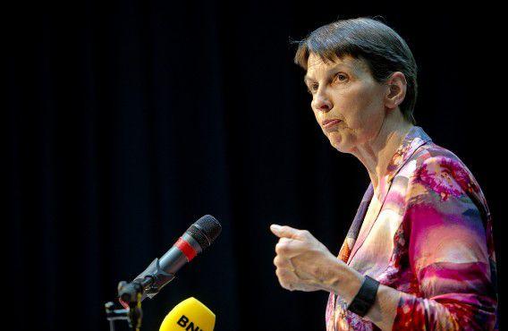 DEN HAAG - PvdA-Tweede Kamerlid Jetta Klijnsma tijdens de presentatie van de voorstellen voor De Nieuwe Vakbeweging (DNV). Klijnsma geeft leiding aan de kwartiermakers, die het advies over een nieuwe vakbeweging hebben voorbereid. ANP ROBIN UTRECHT