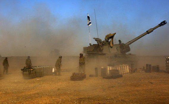 Het Israëlische leger positioneert artillerie bij de grens met Gaza.