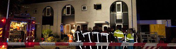 WFA01T:VIJF DODEN BIJ BRAND IN HOOFDDORP:HOOFDDORP;05JUL2011-Bij een brand in Hoofddorp zijn vijf mensen omgekomen. Volgens de Brandweer Kennemerland gaat het om twee volwassenen en drie kinderen. De brand ontstond rond 02.00 uur in een huis in een woonwijk. De brandweer spreekt van een grote uitslaande brand. De achtergevel is ingestort. Verder kan de brandweer nog geen bijzonderheden geven. WFA/mvb/str.Michel van Bergen
