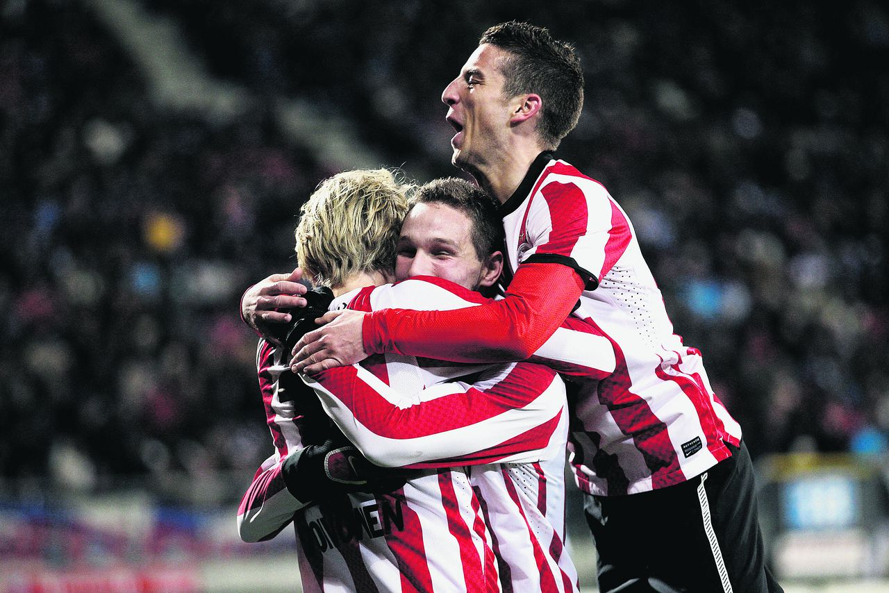 Onderwerp/Subject: PSV - Eredivisie Reklame: Club/Team/Country: PSV Seizoen/Season: 2011/2012 FOTO/PHOTO: Ola TOIVONEN (L) of PSV celebrating his goal with Tim MATAVZ (C) of PSV and Dries MERTENS (R) of PSV. (Photo by PICS UNITED) Trefwoorden/Keywords: #02 $38 ±1310468400447 Photo- & Copyrights © PICS UNITED P.O. Box 7164 - 5605 BE EINDHOVEN (THE NETHERLANDS) Phone +31 (0)40 296 28 00 Fax +31 (0) 40 248 47 43 http://www.pics-united.com e-mail : sales@pics-united.com (If you would like to raise any issues regarding any aspects of products / service of PICS UNITED) or e-mail : sales@pics-united.com ATTENTIE: Publicatie ook bij aanbieding door derden is slechts toegestaan na verkregen toestemming van Pics United. VOLLEDIGE NAAMSVERMELDING IS VERPLICHT! (© PICS UNITED/Naam Fotograaf, zie veld 4 van de bestandsinfo 'credits') ATTENTION: © Pics United. Reproduction/publication of this photo by any parties is only permitted after authorisation is sought and obtained from PICS UNITED- THE NETHERLANDS