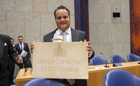 Ex-minister van Financiën Jan Kees de Jager vorig jaar op Prinsjesdag met het koffertje met de miljoenennota.