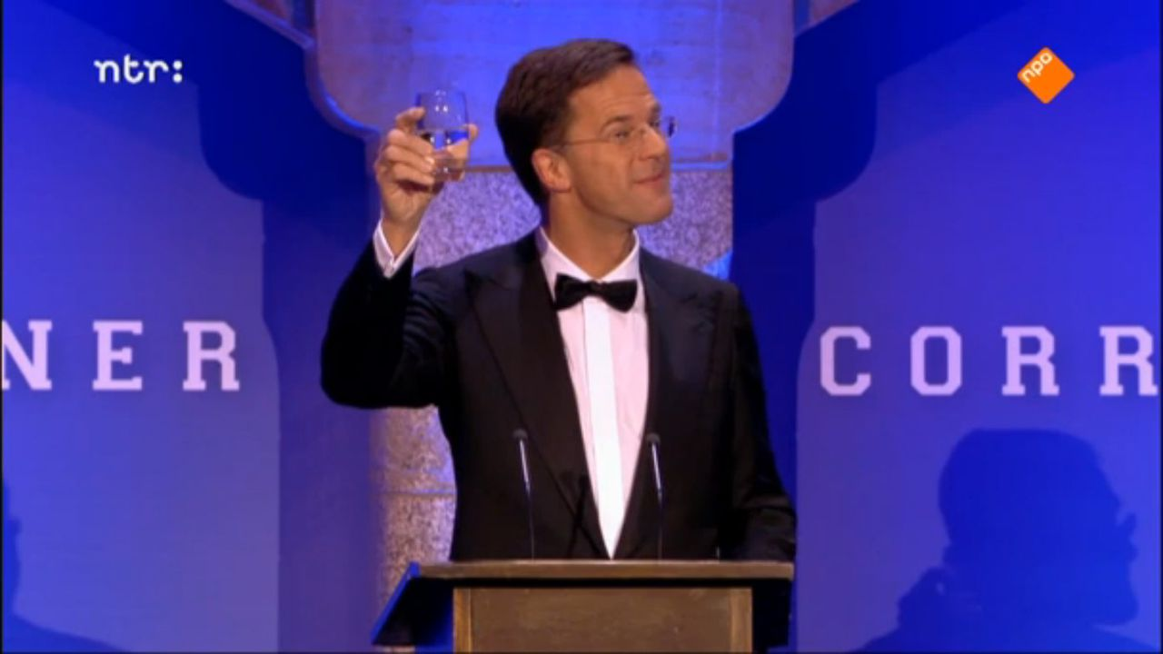 Mark Rutte proost bij 'Correspondents' Dinner' (NTR).