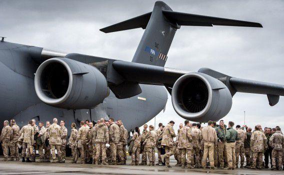 Militairen vertrekken vanaf vliegbasis Eindhoven naar Mazar-e-Sharif in Afghanistan voor een eerdere missie.
