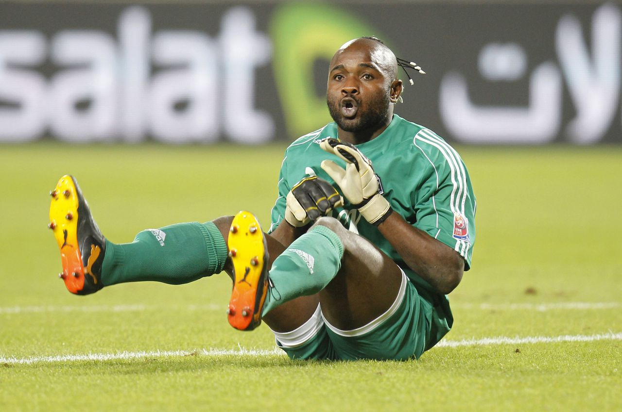 Goalkeeper Muteba Kidiaba of Congo's TP Mazembe celebrates after their Club World Cup semi-final soccer match against Brazil's Internacional at Mohammed Bin Zayed Stadium in Abu Dhabi December 14, 2010. REUTERS/Fadi Al-Assaad (UNITED ARAB EMIRATES - Tags: SPORT SOCCER)