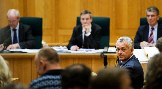 DEN BOSCH - Bram Moszkowicz in de rechtbank van Den Bosch voor het hoger beroep tegen de uitspraak van de tuchtrechter dat hij als advocaat moet worden geschrapt. ANP ROBIN UTRECHT