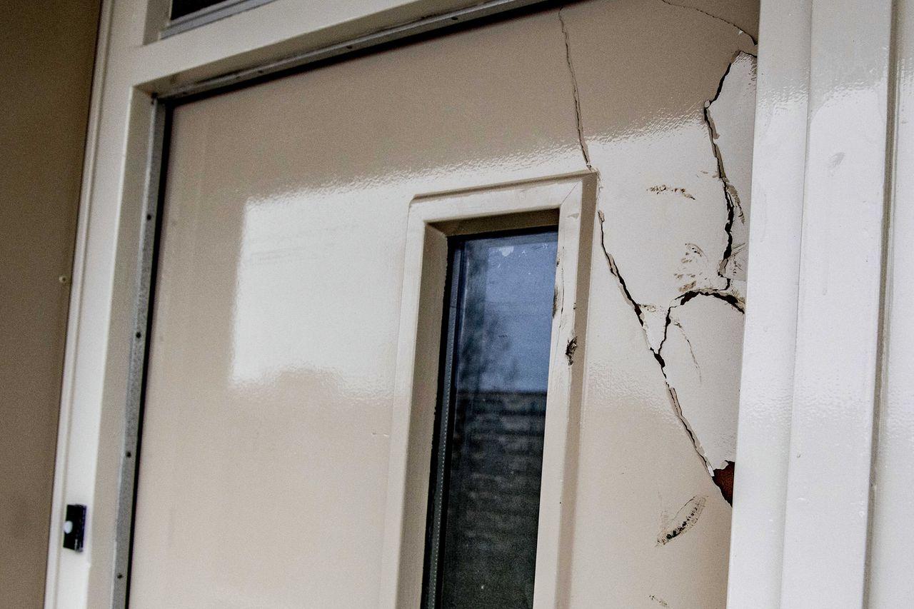 De plek waar een zwaarbewapende politie-eenheid een deur ontzette.