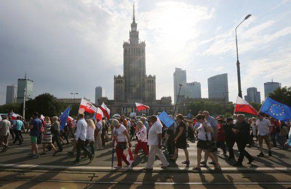 Mensen in de Poolse hoofdstad Warschau gingen de straat op tegen de nationalistische regering.