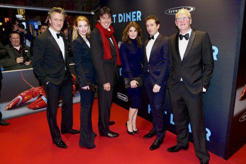 Cast bij de première van de Nederlandse thriller Het Diner. De film is genomineerd voor 'de Parel', een nieuwe publieksprijs voor de beste boekverfilming