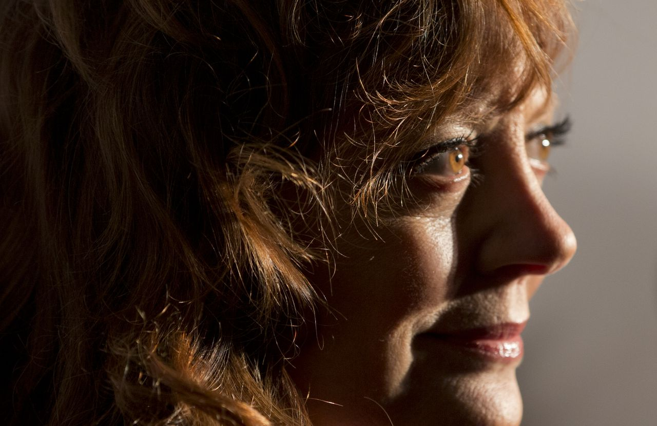 US actress Susan Sarandon poses for photographers as she arrives for the opening of the Amsterdam Film Week and the Dutch premiere of the Cloud Atlas movie in Amsterdam, Netherlands, Monday Nov. 5, 2012. (AP Photo/Peter Dejong)