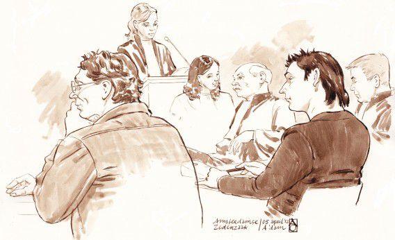 Vlnr.: Richard van O., officier van Justitie Mr. Maaike Bienfait, officier van Justitie Mr. Frieke Dekkers, advocaat Mr. Wim Anker, Robert M. en advocaat Mr. Tjalling van der Goot tijdens de rechtszaak van de Amsterdamse zedenzaak.