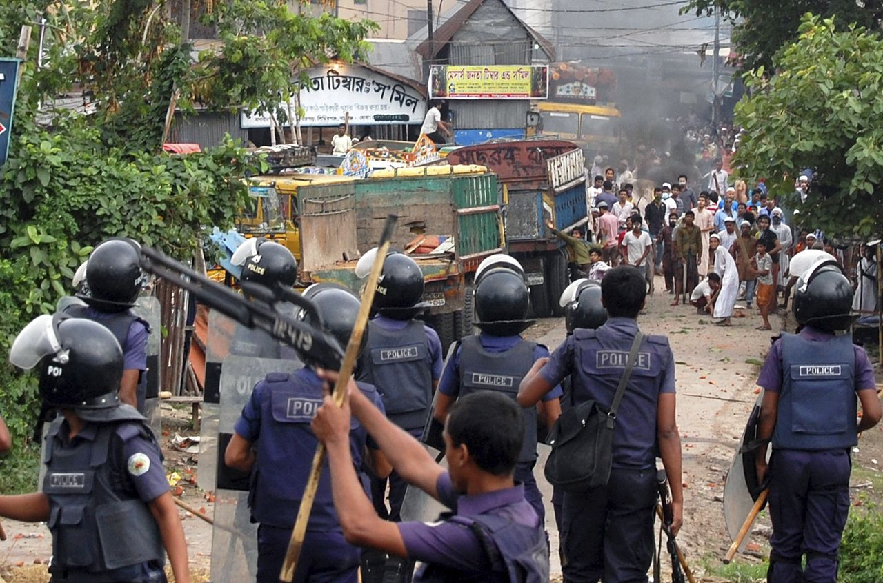 "Police fire rubber bullets during a clash with activists of Hefajat-e Islam in Narayanganj May 6, 2013. At least seven people were killed on Monday in clashes in Bangladesh between police and hardline Islamists demanding reforms that critics say would amount to the ""Talibanisation"" of a country that maintains secularism as state policy. REUTERS/Stringer (BANGLADESH - Tags: POLITICS RELIGION CIVIL UNREST CRIME LAW)"