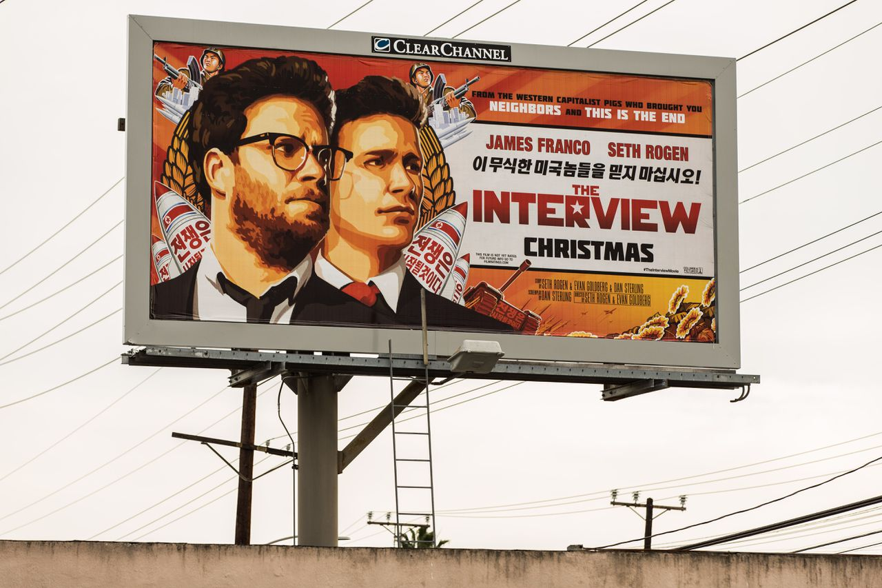 Een billboard in Californië met de filmposter van de film The Interview.