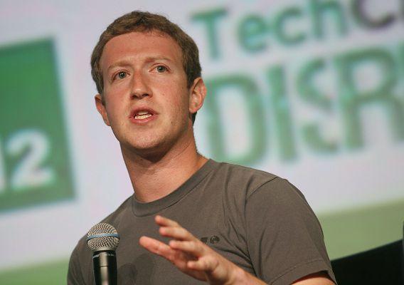 Marc Zuckerberg tijdens de TechCrunc conferentie gisteravond in San Fransisco. Het was zijn eerste publieke optreden sinds de geflopte beursgang in mei.