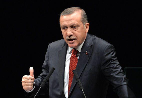 De Turkse premier Erdogan heeft nog eens 350 politiefunctionarissen ontslagen.