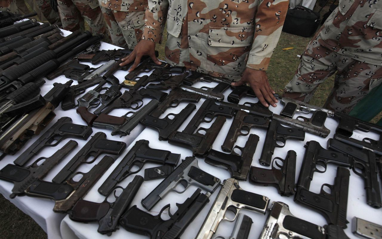Confiscated weapons are displayed during a media briefing at the Rangers Headquarters in Karachi March 12, 2013. Pakistan Rangers apprehended more than 460 suspects and recovered hundreds of weapons over the past three months in 15 major operations and 96 raids in Karachi, Rangers spokesman Shafiq Niaz said during the briefing on Tuesday, local media reported. REUTERS/Akhtar Soomro (PAKISTAN - Tags: CRIME LAW CIVIL UNREST)