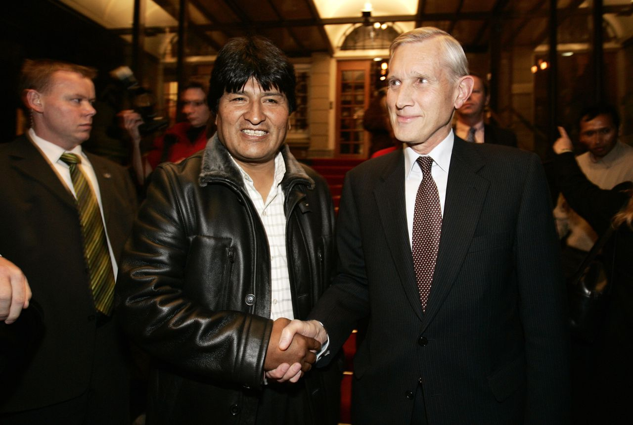 Bolivian President-elect Evo Morales, left shakes hands with Dutch Foreign Minister Bernard Bot after a press conference in Wassenaar, The Netherlands, Thursday Jan. 5, 2006. Morales arrived in The Netherlands on Thursday for a working dinner with Minister Bot, where they discussed bilateral aid and natural gas exploration techniques officials said. (AP Photo/Bas Czerwinski)