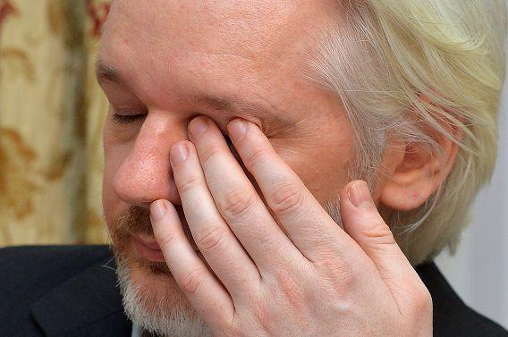 Wikileaks-oprichter Julian Assange tijdens de persconferentie vandaag.