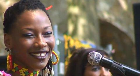 Fatoumata Diawara. Beeld Youtube / barge182