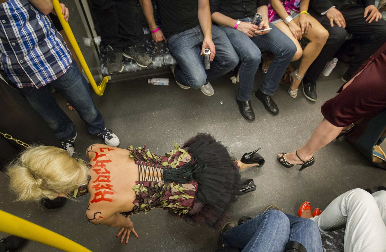 """A model presents a creation during the """"Underground Catwalk"""" fashion show in a U-Bahn subway train in Berlin July 4, 2012. As the Berlin Fashion Week has pitched up its tent near the Siegessaeule victory column, 17 designers sent their models on Wednesday down a catwalk that was the aisle of a crowded U-Bahn subway train terminating at a rock music club. They presented their collections to an audience limited to 150 people, the organiser said. REUTERS/Thomas Peter (GERMANY - Tags: FASHION)"""