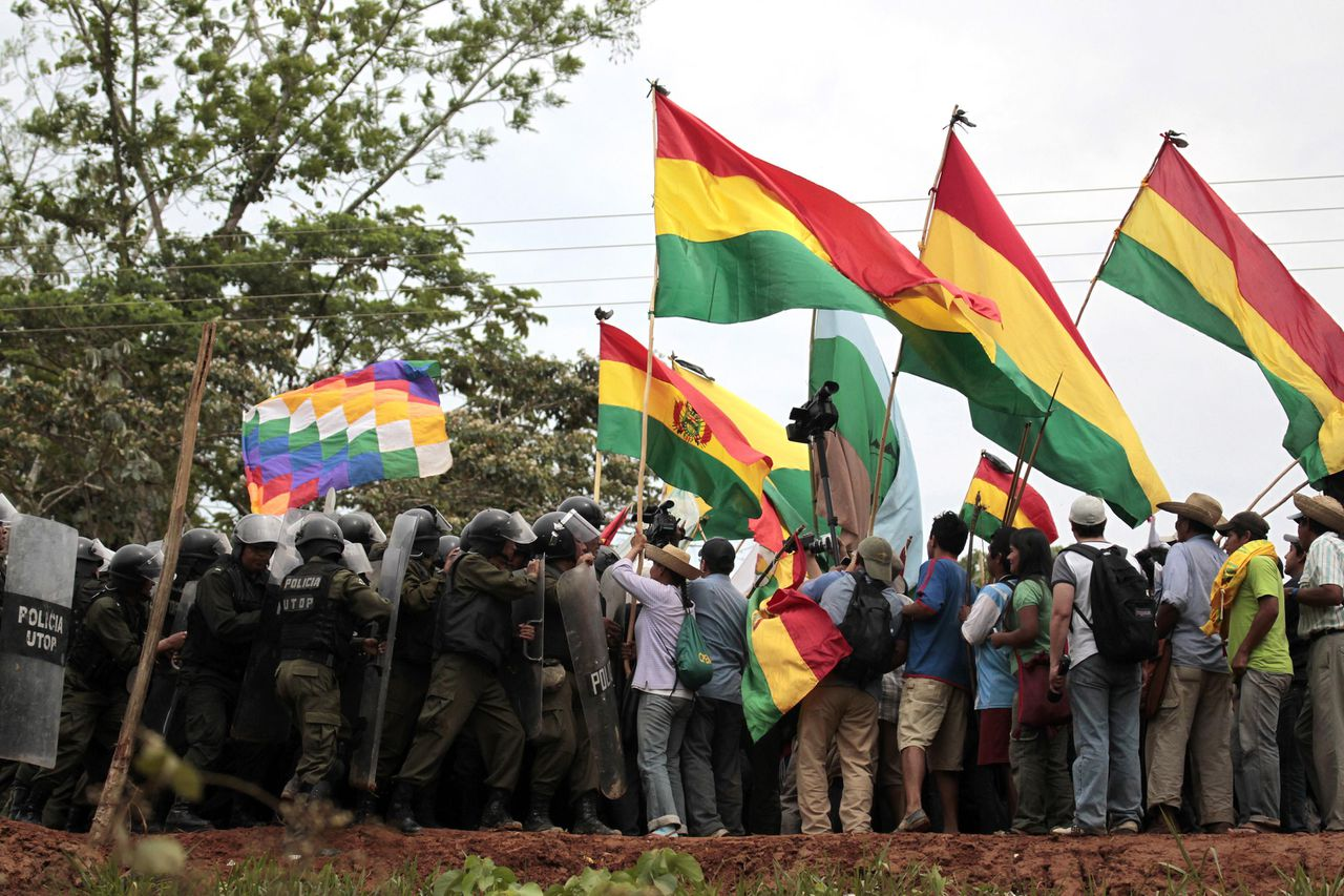 Indians scuffle with police during their march in Yucumo September 24, 2011. The Amazonian ethnic groups which live in the Isiboro Secure territory, known by its Spanish acronym TIPNIS, are completing a 370 miles (595 km) march from Trinidad, in the northern Beni province, to La Paz to protest against a projected 185 mile (298 km) long highway that bisects the protected park in the Amazon forest, activists leading the march said. The protesters, who have a list of demands apart from their rejection of the highway project being financed by Brazil, are entering a rural region with strong sentiments for President Evo Morales, raising the possibility of confrontations on their way to La Paz. The march is on its 38th day. REUTERS/David Mercado (BOLIVIA - Tags: CIVIL UNREST POLITICS ENVIRONMENT)