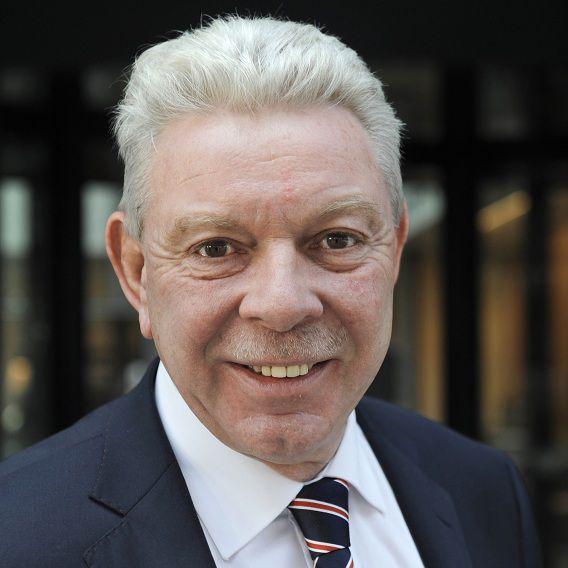 De Vlissingse burgemeester René Roep betaalt circa 4500 euro terug aan de gemeente. Hij heeft te veel gedeclareerd voor dubbele woonlasten.