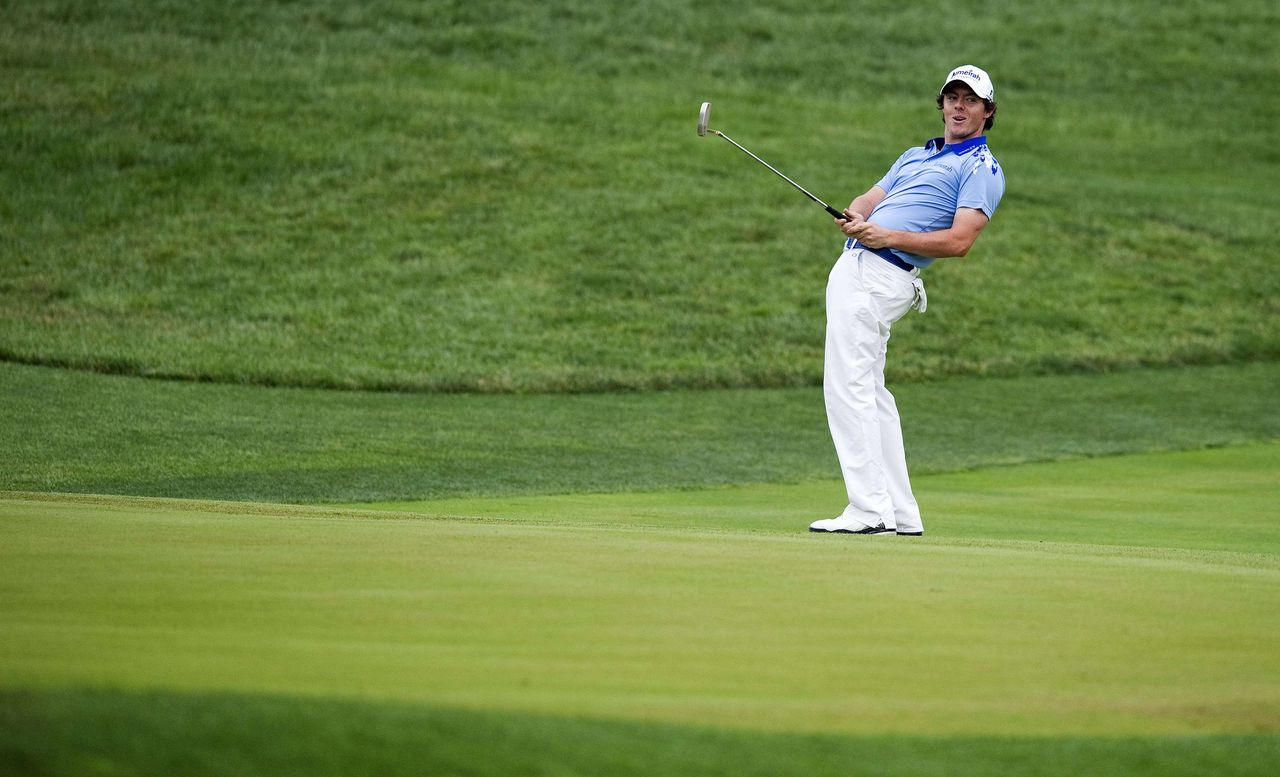 Rory McIlroy of Northern Ireland celebrates after his first putt on the eigthtenth green before winning the 111th US Open by eight strokes over Jason Day with a record 268 at Congressional Country Club on June 19, 2011, in Bethesda, Maryland. AFP PHOTO / Jim WATSON