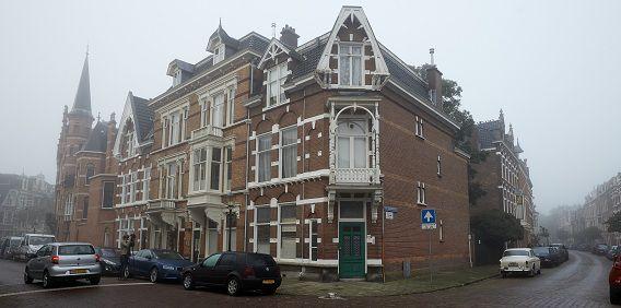 In een woning in Den Haag die valt onder het beheer van de Russische ambassade, is gisteren ingebroken. Het pand aan de Banstraat is geen diplomatieke vestiging.
