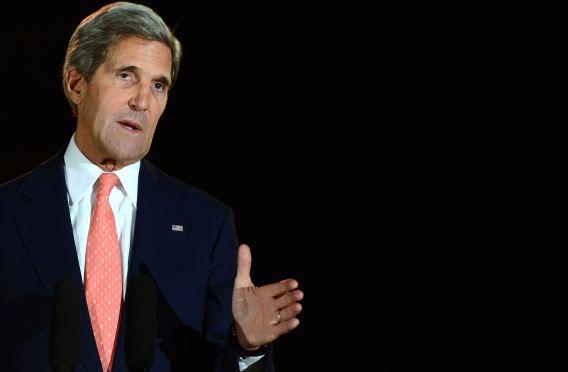 De Amerikaanse minister van Buitenlandse Zaken John Kerry tijdens een persconferentie over het overleg met de Afghaanse regering over de terugtrekking van de Amerikaanse troepen.