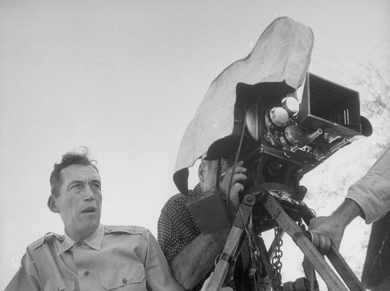 John Huston tijdens de opnames van 'The Red Badge of Courage'.
