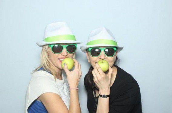 Op Twitter maken Polen selfies met appels.