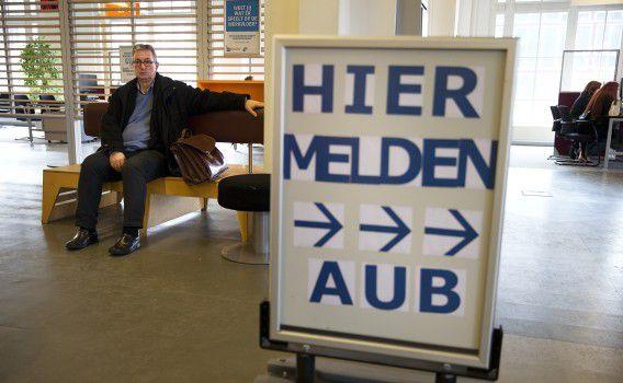 Een werkzoekende bij een vestiging van het UWV in Rotterdam.