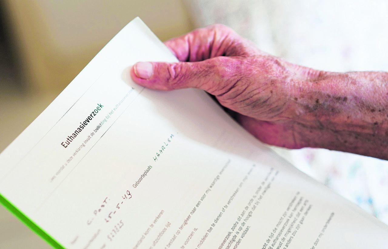 wilsverklaring Wilsverklaring euthanasie in veel gevallen verouderd'   NRC