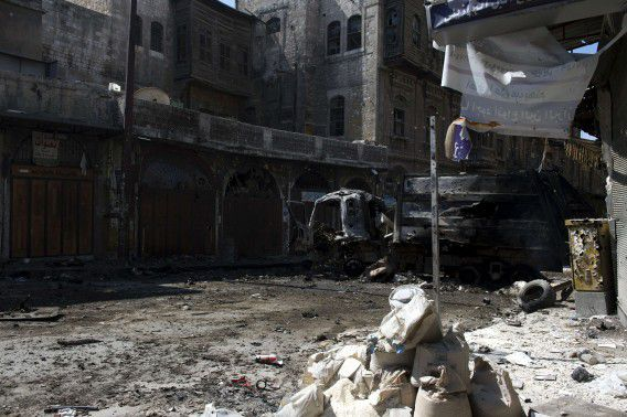 TOPSHOTS A picture taken on September 28, 2012 shows damaged buildings and streets in the northern city of Aleppo following months of clashes and battles between Syrian rebels and government forces. AFP PHOTO/MIGUEL MEDINA