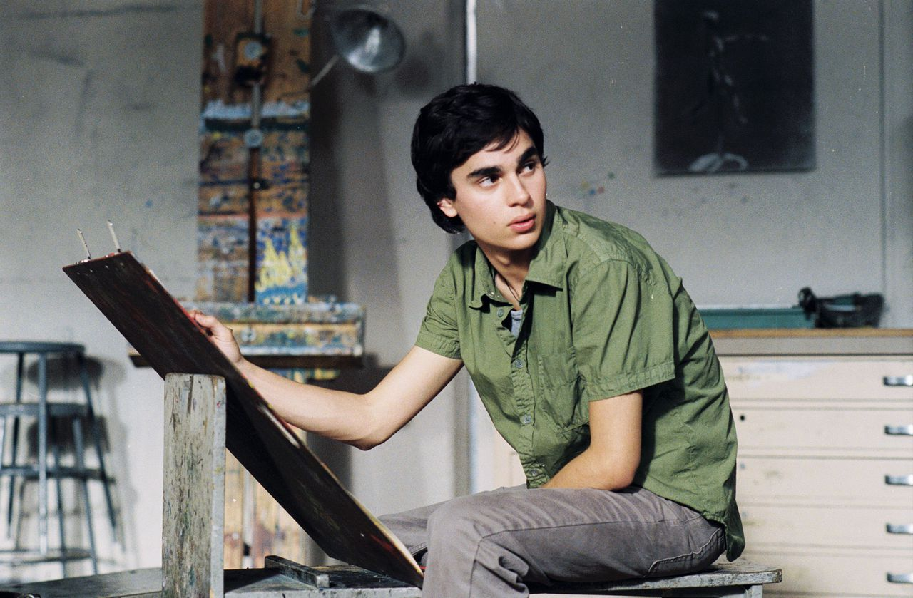 """EEN NIEUWE PICASSO? Max Minghella in 'Art School Confidential' In this undated publicity photo released by United Artists/Sony Pictures Classics in Los Angeles May 3, 2006, actor Max Minghella stars in """"Art School Confidential"""". In this undated publicity photo released by United Artists/Sony Pictures Classics in Los Angeles May 3, 2006, actress Anjelica Huston stars as an art history teacher in """"Art School Confidential"""". Take heart, art house movie fans: Big bad Tom Cruise and his Hollywood thriller """"Mission: Impossible III"""" is not the only film in theaters on Friday. Small-time director Terry Zwigoff, whose low-budget films have won fans with quirky tales about people living on the edge of mainstream America, sees his comedy """"Art School Confidential"""" open this week too. For people interested in art -- and not just movies, but painting, drawing and sculpting -- Zwigoff's dark and humorous """"Art School"""" offers a wry take on artistic ambition. To match feature Leisure-Zwigoff. NO SALES NO ARCHIVES REUTERS/Suzanne Hanover/United Artists/Sony Pictures Classics/Handout"""