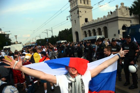 De Russische voetbalbond heeft een forse boete opgelegd gekregen voor het geweld van Russische supporters.