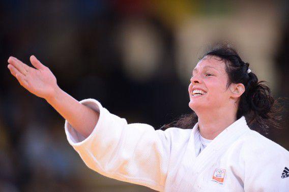 Edith Bosch viert dat ze een bronzen plak heeft gewonnen. Foto AFP / Franck Fife