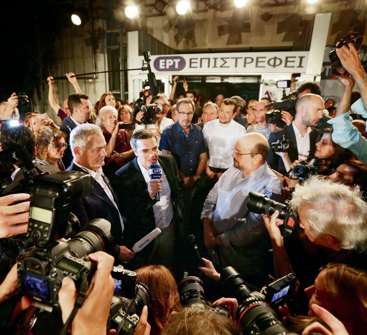 Premier Tsipras was gisteren op het feestje van de zender ERT. De heropening is een belangrijk symbool voor Syriza.