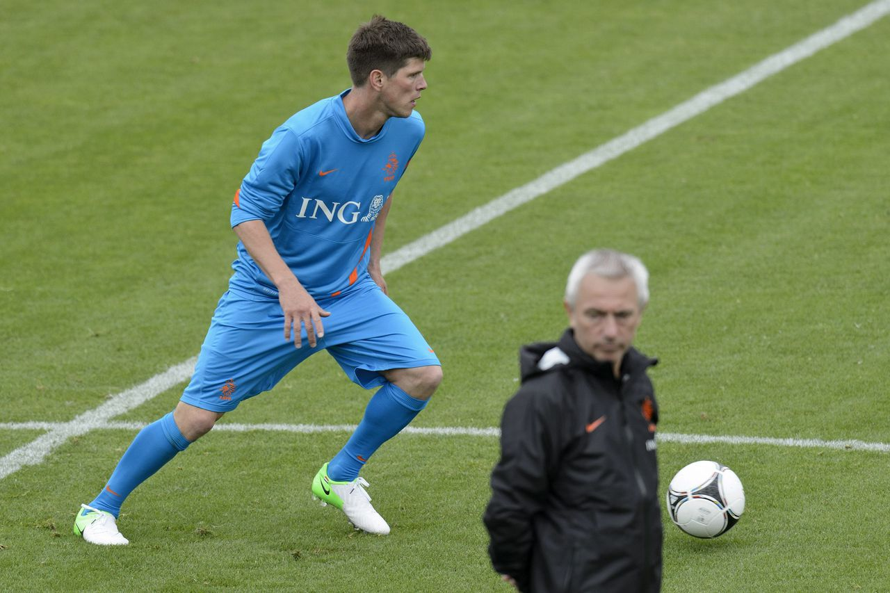 Dutch national team soccer coach Bert van Marwijk, right, observes Dutch national team soccer player Klaas-Jan Huntelaar, left, during the first training session of the Netherland's national soccer team in Lausanne, Switzerland, Friday, May 18, 2012. Netherlands National Football Team is in Lausanne for a training camp in preparation for the UEFA EURO 2012 soccer championship, hosted jointly by Poland and Ukraine. (AP Photo/Keystone/Laurent Gillieron)