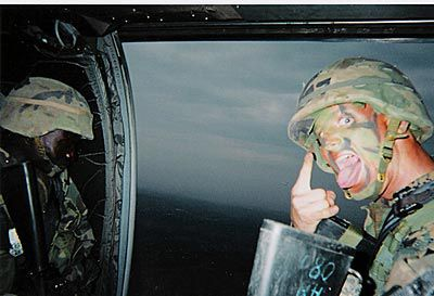 """nrc.nl/blogs Weblog. Marie-José Klaver verdiept zich op haar weblog klaver in de Amerikaanse digitale burgerrechtenorganisatie EFF, die een proces tegen het Amerikaanse ministerie van Defensie heeft aangespannen om erachter te komen hoe het Pentagon weblogs van soldaten in de gaten houdt. """"Het Pentagon monitort maandelijks honderdduizenden websites en weblogs, waaronder publicaties van Amerikaanse militairen. Als de controleurs teksten of foto's tegenkomen die ze niet bevallen krijgt de weblogger of de webmaster een bericht met het verzoek de informatie te verwijderen. EFF vindt dat militairen vrij moeten zijn om hun mening over de oorlog in Irak te uiten. De organisatie wil weten of het Ministerie van Defensie ook onwelgevallige meningen verwijdert. www.nrc.nl/klaver"""