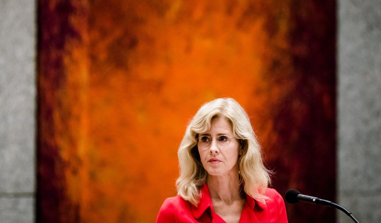 """Staatssecretaris Mona Keijzer eerder in de Tweede Kamer. Ze wil met het beleid voorkomen dat burgers door AI """"worden geleefd""""."""