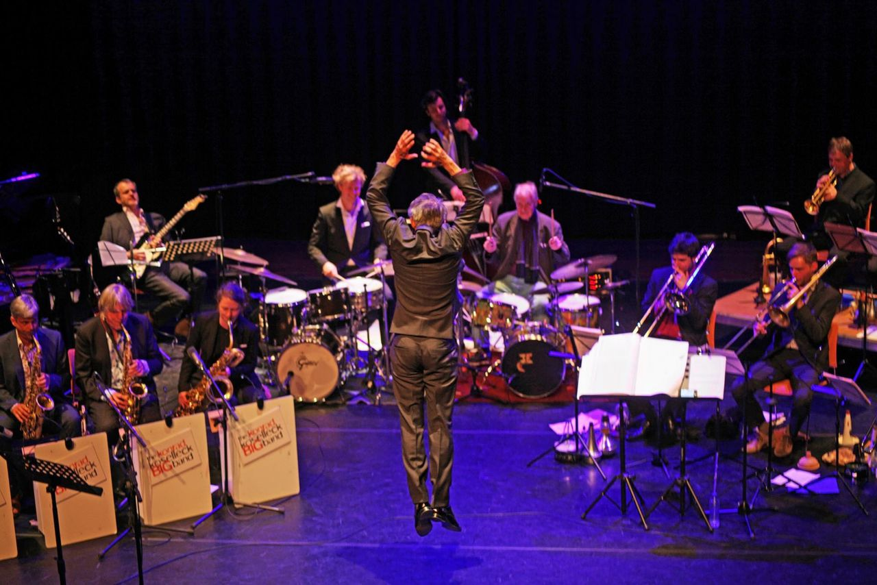 Bandleider en componist Konrad Koselleck met The Konrad Koselleck Big Band.