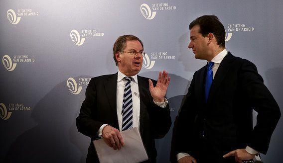 Wientjes (links) eind vorig jaar in gesprek met vicepremier en minister van Sociale Zaken Lodewijk Asscher (PvdA).