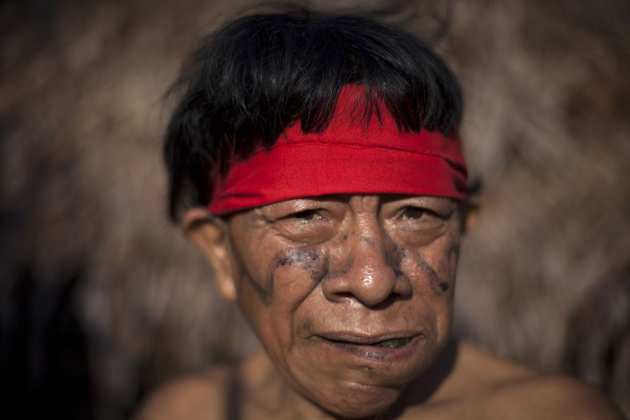 A Yanomami Indian chews leaves at the community of Irotatheri, during a government trip for journalists, in the southern Amazonas state of Venezuela, just 19km (12 miles) from Brazil's border, September 8, 2012. The Venezuela government and indigenous groups are disputing whether an alleged massacre of Amazon villagers took place after the government said it found no evidence of an attack. A group representing the Yanomami tribe last week said that Brazilian gold miners had crossed the border and attacked a village from a helicopter. Venezuelan officials said over the weekend that flyovers of the area led them to believe that the allegations were false. Picture taken September 8, 2012. REUTERS/Carlos Garcia Rawlins (VENEZUELA - Tags: POLITICS SOCIETY)