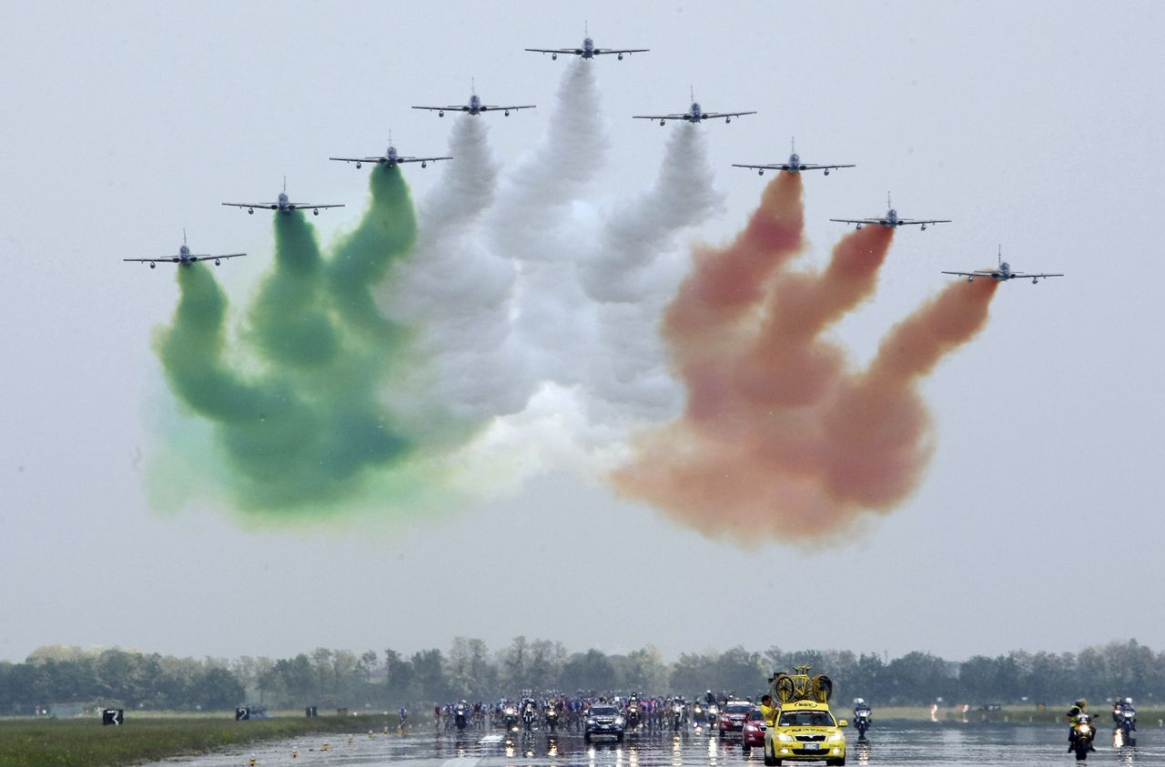 """The Italian Airforce squad """"Frecce Tricolori"""" flies over the pack of cyclists during the third stage of the Giro d'Italia, Tour of Italy cycling race, from Grado to Valdobbiadene, Monday, May 11, 2009. (AP Photo/Alessandro Trovati)"""
