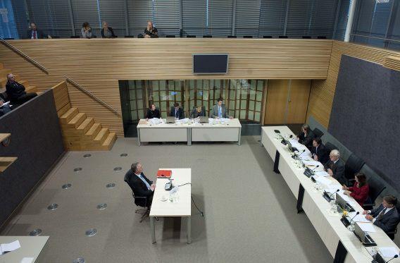 Den Haag : 5 december 2011 Parlementaire Enquêtecommissie Financieel Stelsel. Openbaar verhoor van oud minister van Financiën Wouter Bos. foto © Roel Rozenburg