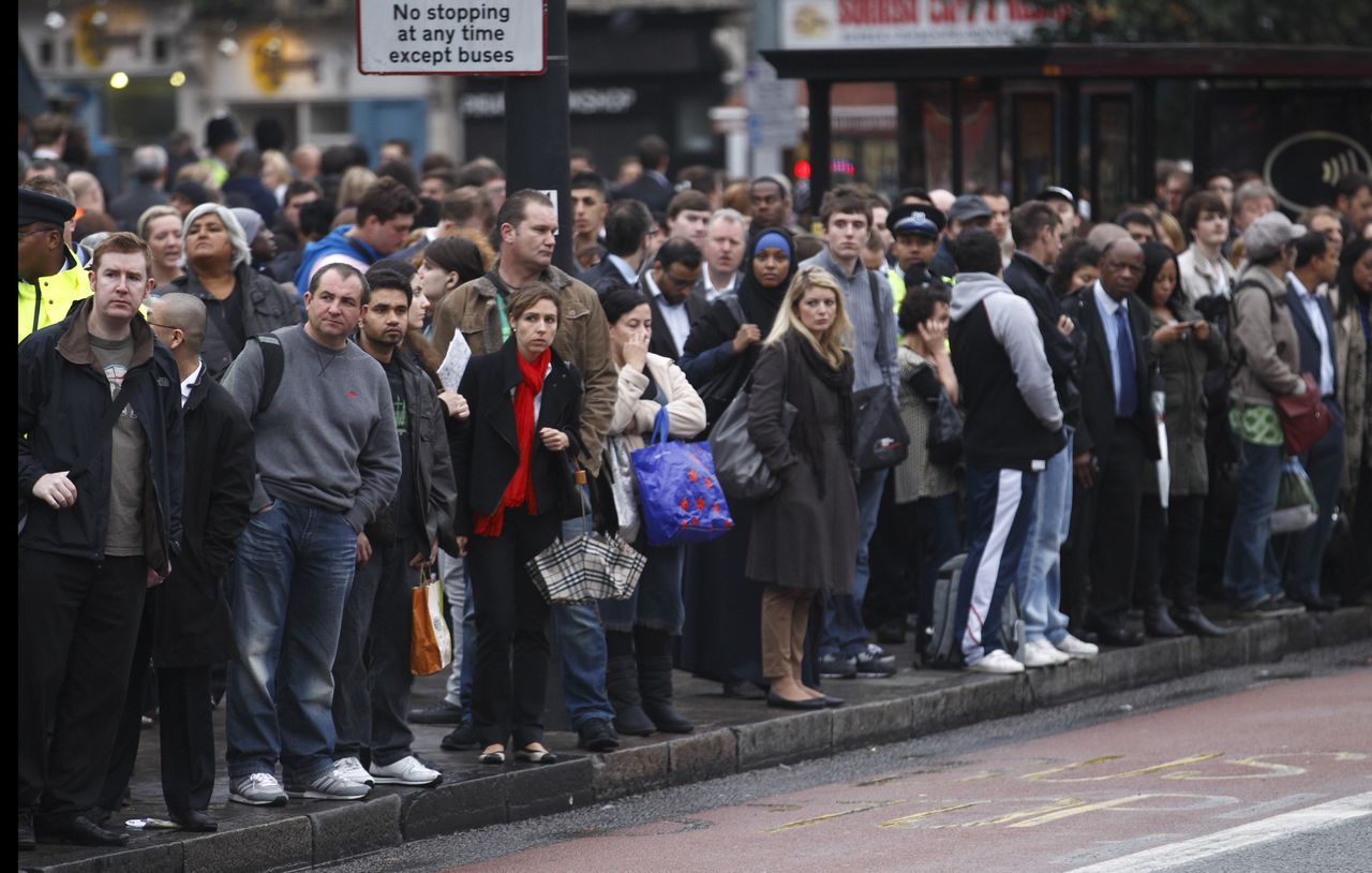 Commuters wait for buses outside King's Cross railway station during a 24 hour underground strike in London, October 4, 2010. London commuters struggled to get to work on Monday as workers on the city's underground rail network held their second 24-hour strike in a month in a dispute over planned job cuts. Most of the capital's underground lines were suspended or partly suspended because of a walkout by up to 10,000 Tube staff that began late on Sunday. It was the second of four planned 24-hour walkouts.REUTERS/Andrew Winning (BRITAIN - Tags: POLITICS BUSINESS EMPLOYMENT SOCIETY TRAVEL)