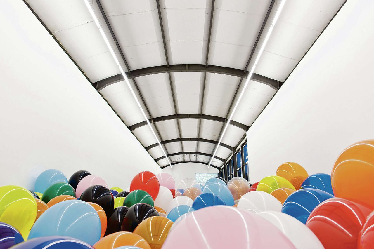 Martin Creed: 'Work No. 1562. Half the Air in a Given Space', t/m 1 juli in De Paviljoens